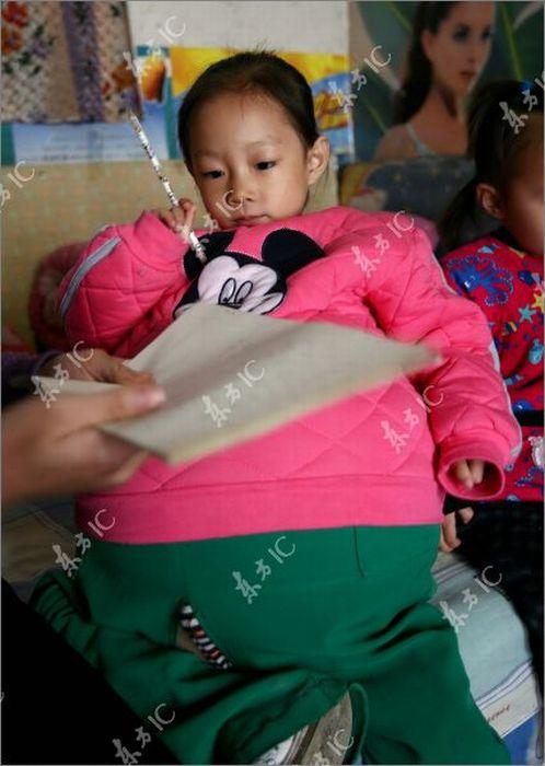 سبحان الله فتاة صينيه بدأ بطنها للنمو