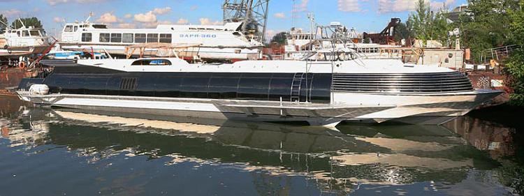 قارب غريب جدا