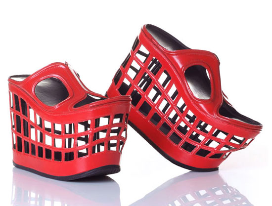 تصاميم مضحكة لأحذية نسائية